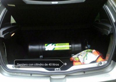 Sandero con cilindro de 40 litros